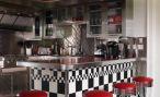Дизайн красно-белой кухни