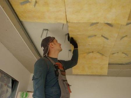 Какие выбрать материалы для шумоизоляции потолка