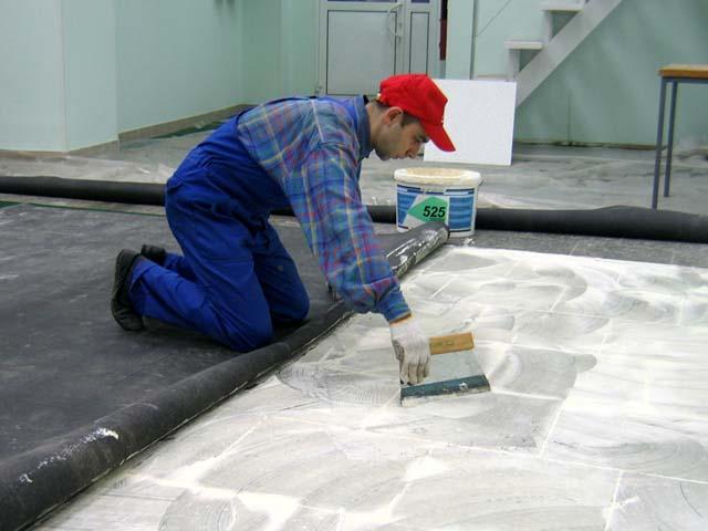 Поклейка ковролина поверх плитки