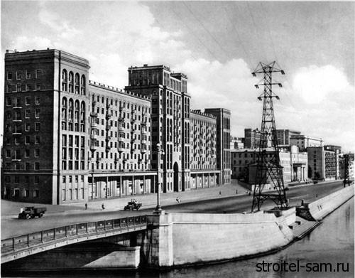 первые этажи домов у Москвы-реки