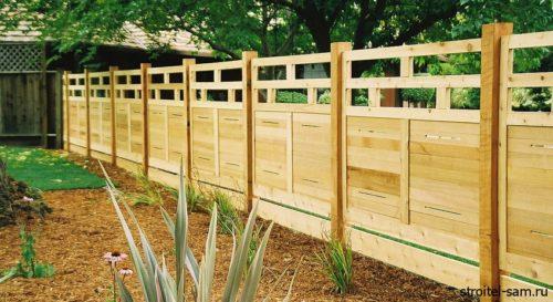 ограда из деревянных панелей