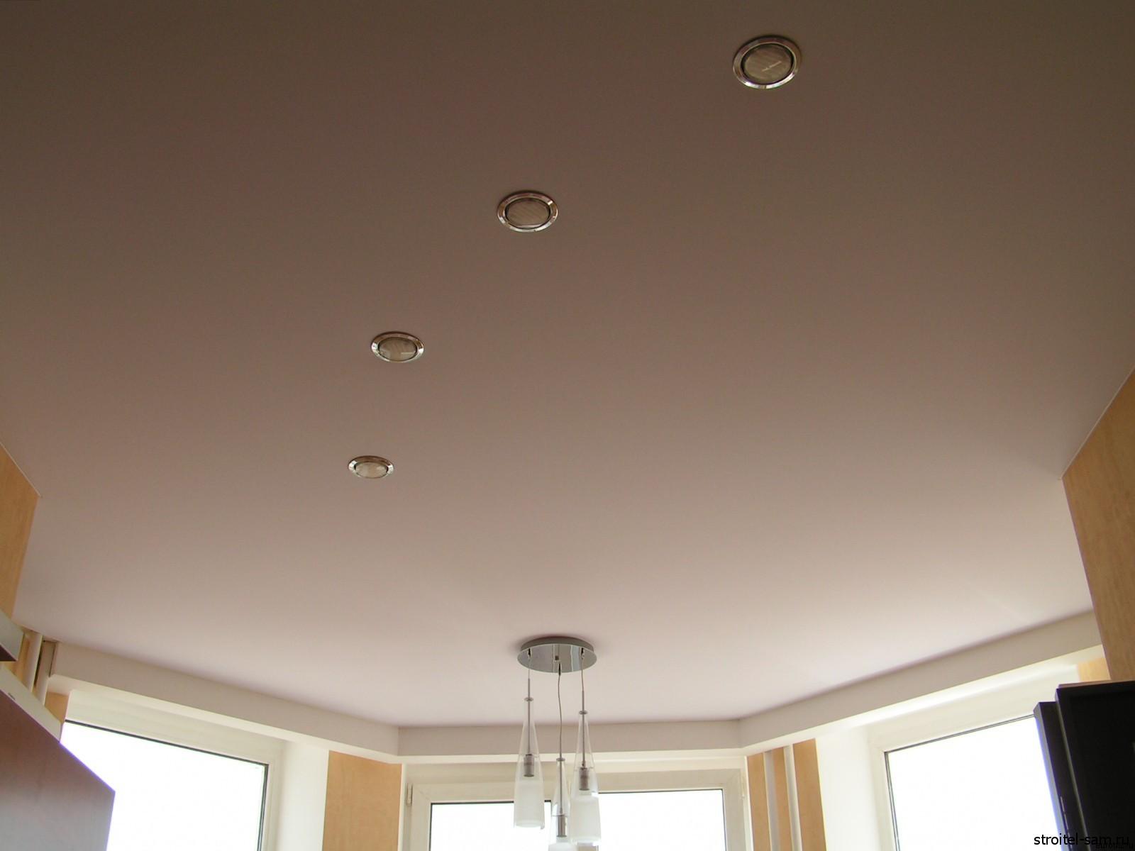 Тканевый потолок с светильниками